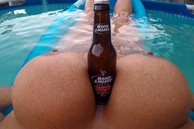 Big natural Tits and cool Beer